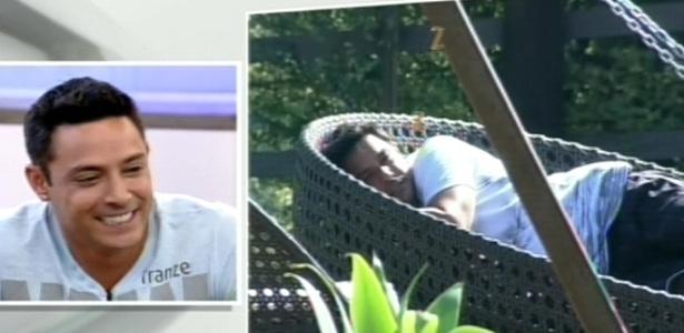 O cantor Vavá assiste trechos de sua participação no reality show (13/8/12)