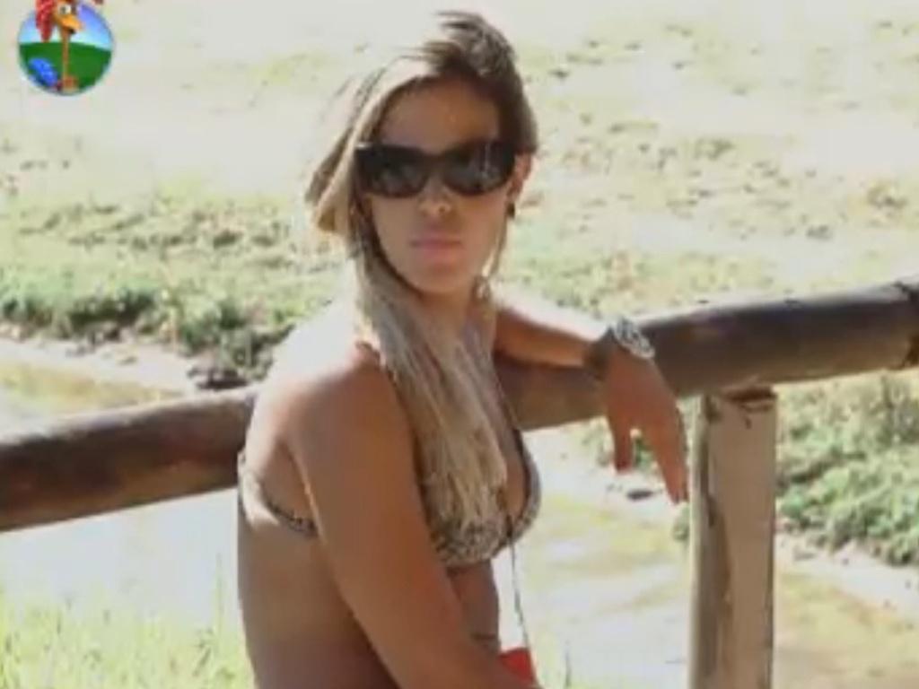Robertha Portella descansa no celeiro (13/8/12)