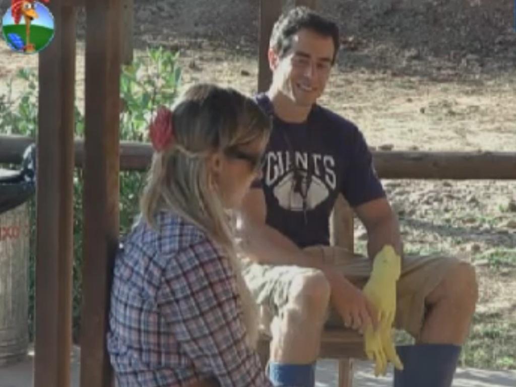 Felipe Folgosi se diverte após pregar susto em participantes (14/8/12)