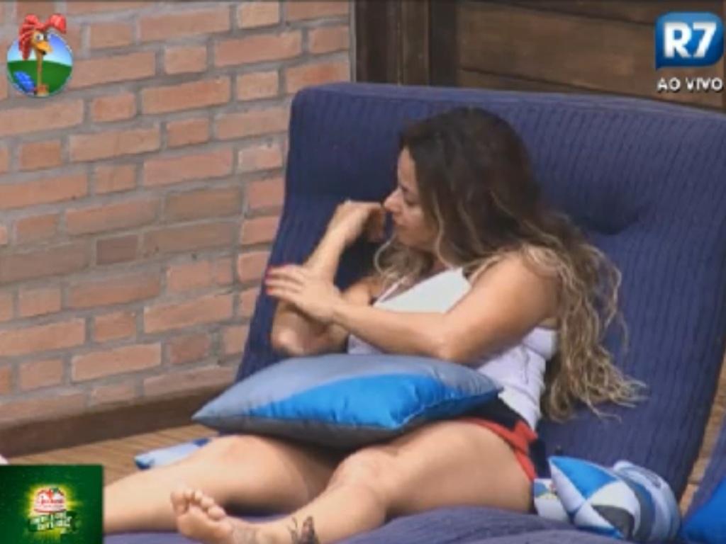 Viviane Araújo relata experiência de ficar sete dias sem lavar os cabelos em
