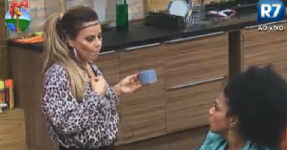 Viviane Araújo se explica para Simone Sampaio (14/8/12)
