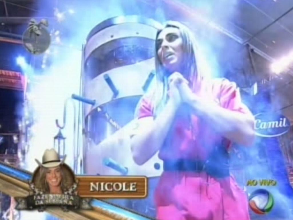 Nicole Bahls se emociona ao vencer prova do fazendeiro e se livrar da roça (16/8/12)