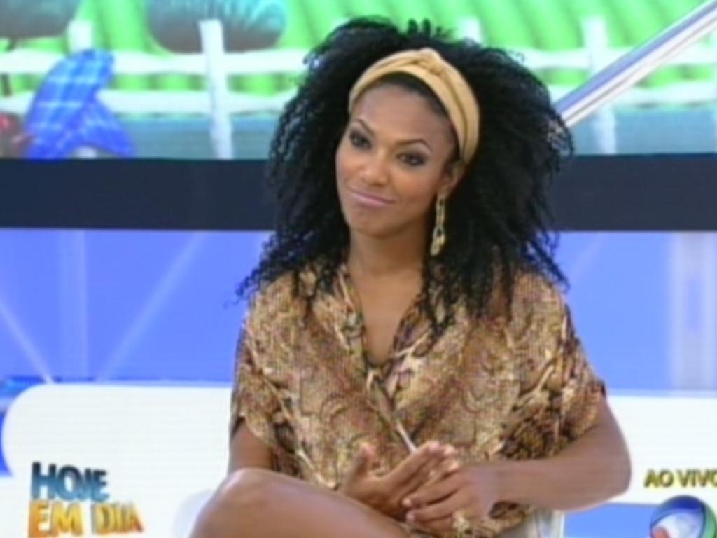 Simone Sampaio dá entrevista ao programa