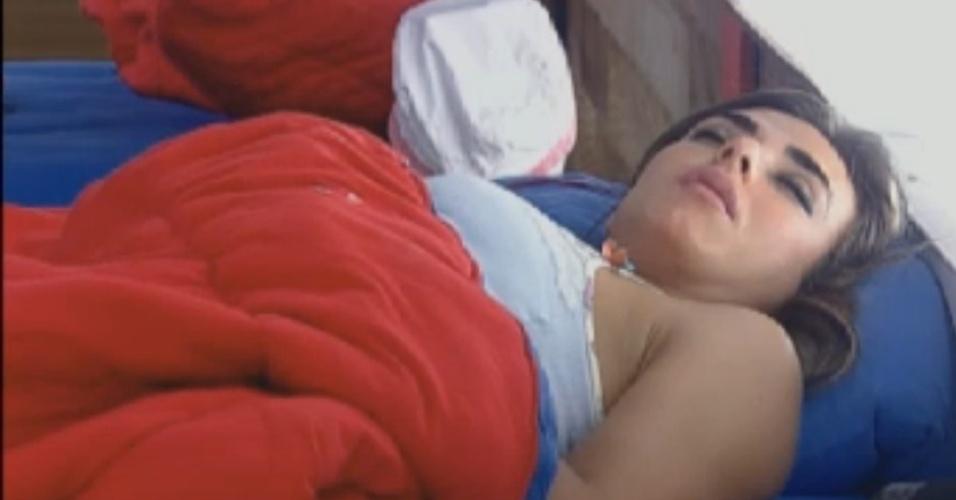 Nicole Bahls dorme na sede na tarde deste sábado (18/8/12)