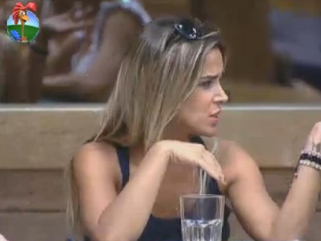Robertha conversa sobre dietas com Viviane Araújo (18/8/12)