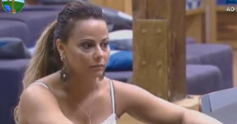 Viviane Araújo revela segredos de dieta para peões e diz que só bebe uísque com energético (18/8/12)