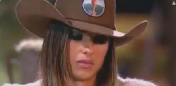 Nicole Bahls derrama lágrimas ao explpicar a própria personalidade durante atividade (19/8/12)