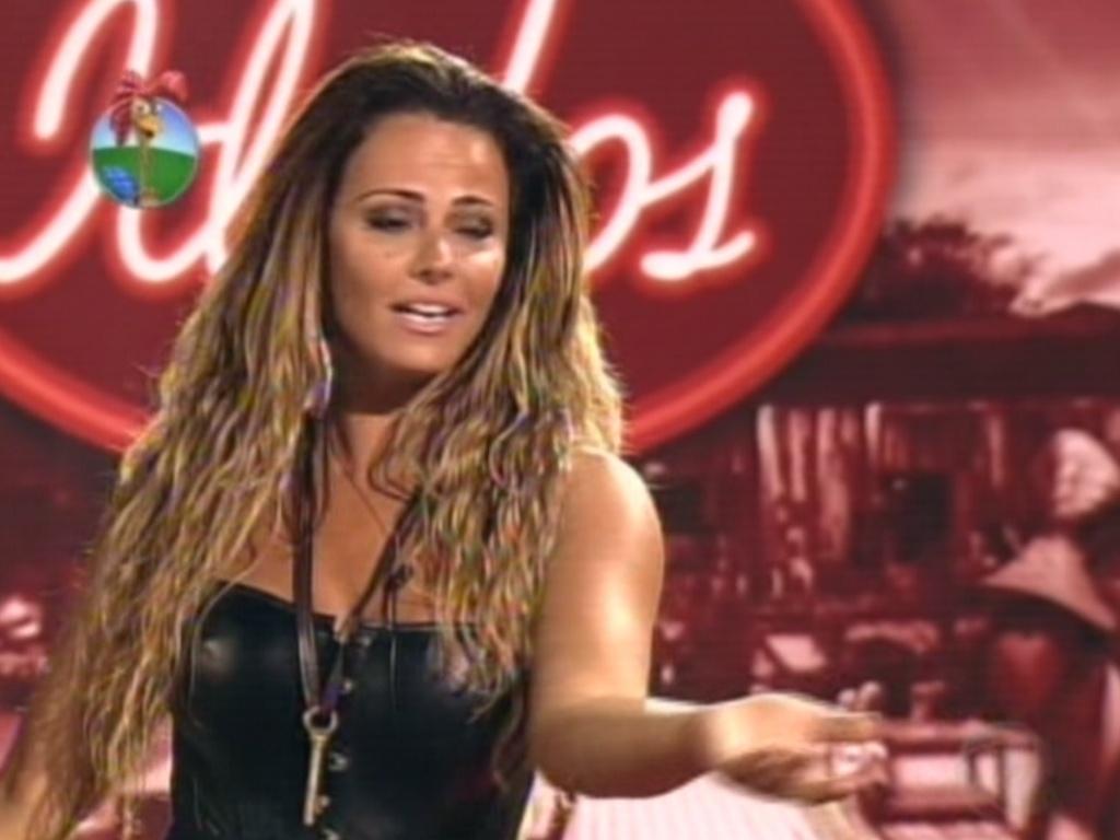 Viviane Araújo canta