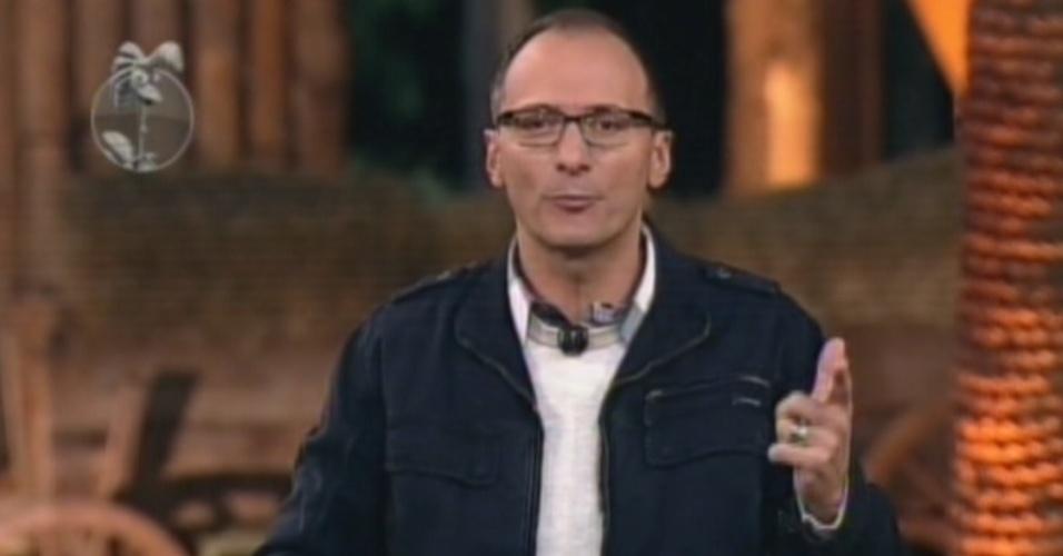 """Britto Jr. comanda o programa que marca a 11ª eliminação de """"A Fazenda 5"""" (23/8/12)"""
