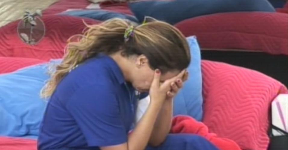 Viviane Araújo chora depois de perder prova e ir para a roça com Robertha Portella (22/8/12)