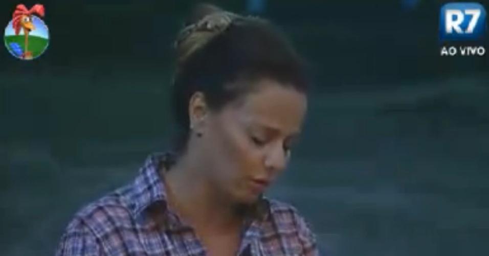 Viviane Araújo janta no celeiro antes de enfrentar a roça contra Robertha Portella (23/8/12)