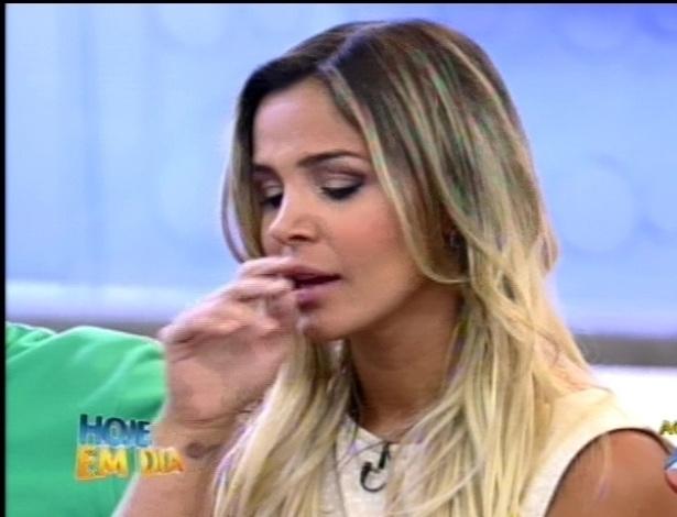 Robertha Portella se emociona ao falar sobre a mãe em programa de TV (24/8/12)