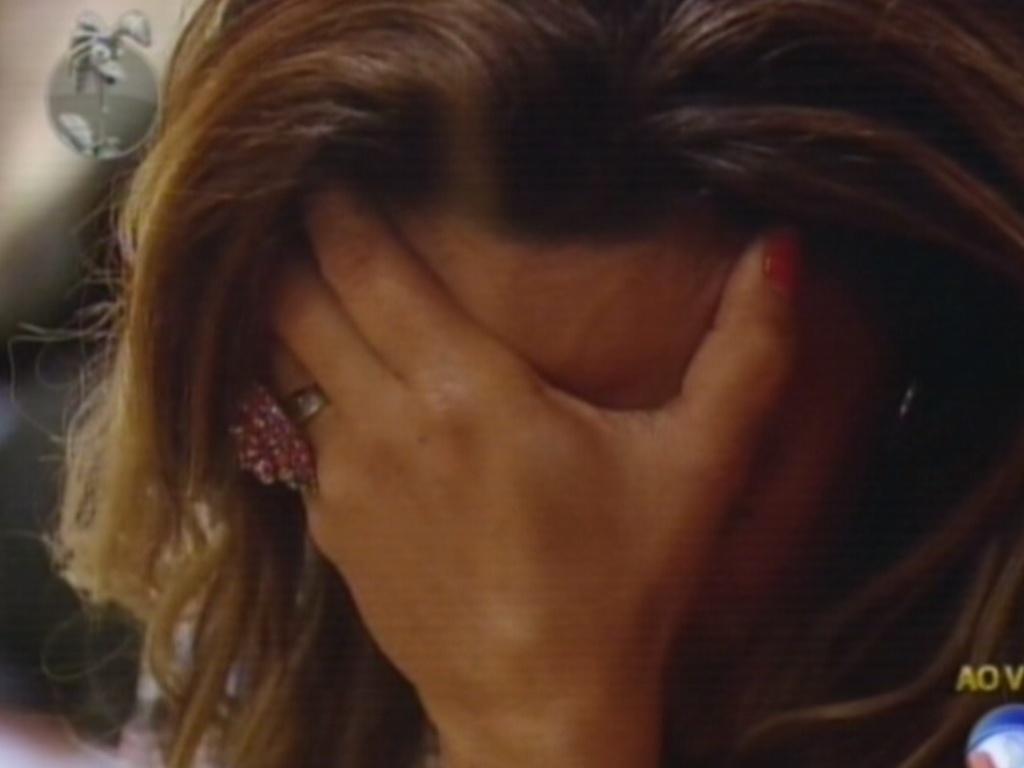 Viviane se emociona com resultado da votação (23/8/12)