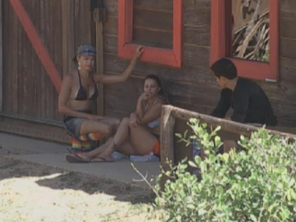 Peões conversam sobre possibilidade de relacionamento com companheiros de confinamento (25/8/12)
