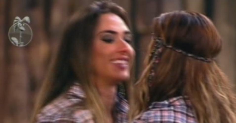 """Nicole Bahls se despede de Viviane Araújo ao ser eliminada de """"A Fazenda 5"""" (26/8/12)"""