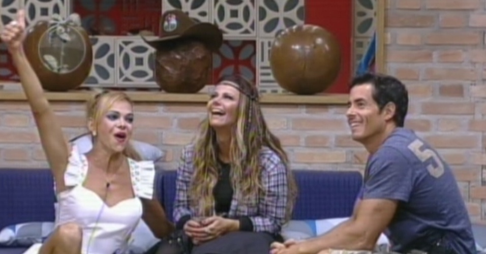 Os finalistas Léo Áquilla, Viviane Araújo e Felipe Folgosi são parabenizados por Britto Jr. (26/8/12)