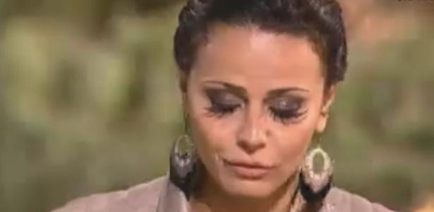 """Viviane Araújo lê carta escrita por ela antes de entrar em """"A Fazenda 5"""" (26/8/12)"""