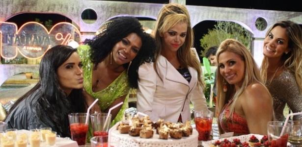 Da esquerda para a direita, Shayene Cesário, Simone Sampaio, Léo Áquilla, Ângela Bismarchi e Robertha Portella na última festa de