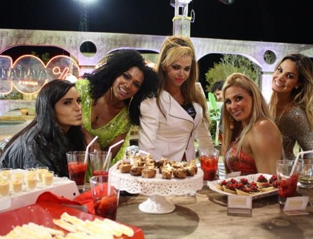 """Da esquerda para  a direita, Shayene Cesário, Simone Sampaio, Léo Áquilla, Ângela Bismarchi e Robertha Portella na última festa de """"A Fazenda 5"""" (27/8/12)"""