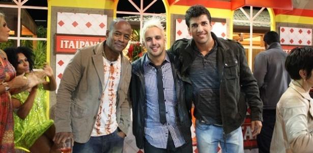 Lui Mendes, Rodrigo Capella e Diego Pombo posam para foto na última festa de