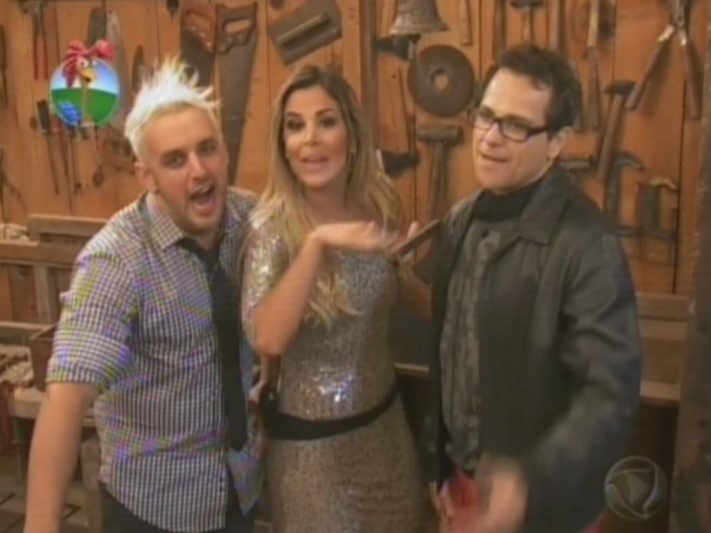 Rodrigo Capella, Robertha Portella e Sylvinho Blau-Blau brincam com a câmera na última festa de