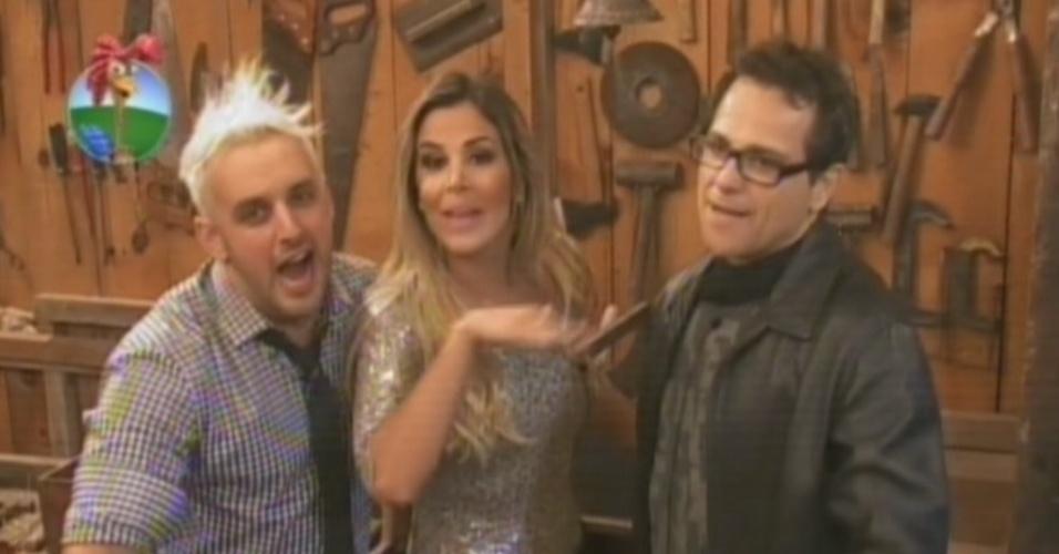 """Rodrigo Capella, Robertha Portella e Sylvinho Blau-Blau brincam com a câmera na última festa de """"A Fazenda 5"""" (27/8/12)"""