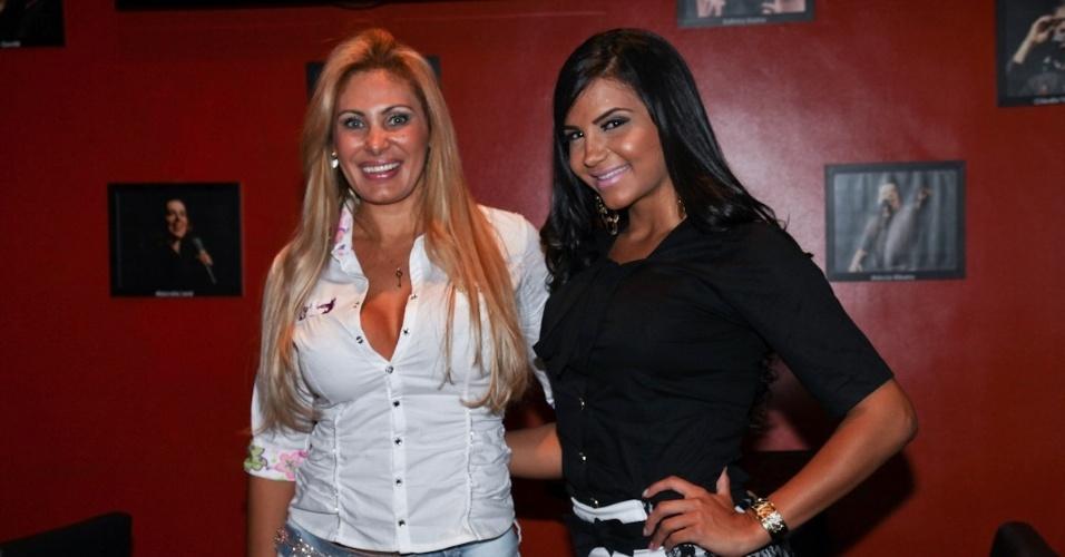 """Ângela Bismarchi e Shayene Cesário se encontram para prestigiar a """"Comédia em Preto & Branco"""" de Rodrigo Capella (29/8/12)"""