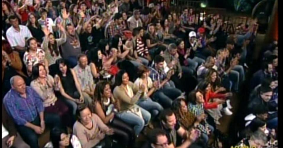 Familiares, amigos e público escolhido pela Record acompanham a final do reality em Itu (SP) (29/8/12)