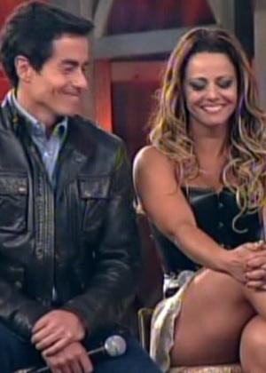 """Felipe Folgosi e Viviane Araújo aguardam o anúncio do resultado da votação final de """"A Fazenda 5"""" (29/8/12)"""