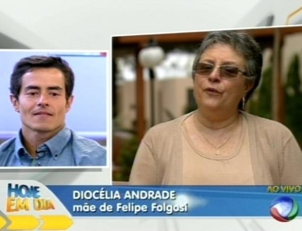 """Felipe Folgosi assiste ao depoimento da mãe no programa """"Hoje em Dia"""" (30/8/12)"""