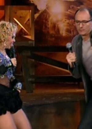 Joelma chega para dançar ao lado de Britto Jr. (29/8/12)