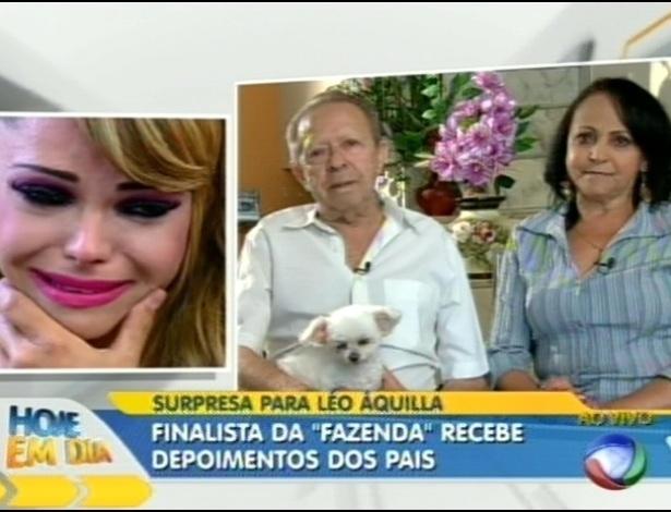 """Léo Áquilla se emociona ao ver depoimento dos pais no programa """"Hoje em Dia"""" (30/8/12)"""