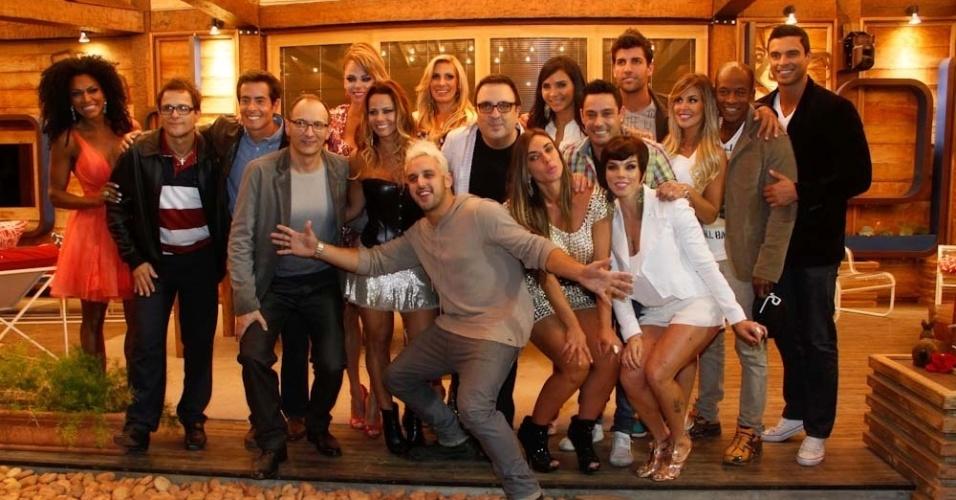 """Participantes de """"A Fazenda 5"""" se encontram após final do programa que deu a vitória para Viviane Araújo (29/8/12)"""