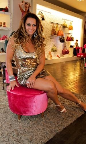 """Um dia após vencer o reality show """"A Fazenda 5"""", Viviane Araújo faz compras em São Paulo (30/8/13)"""