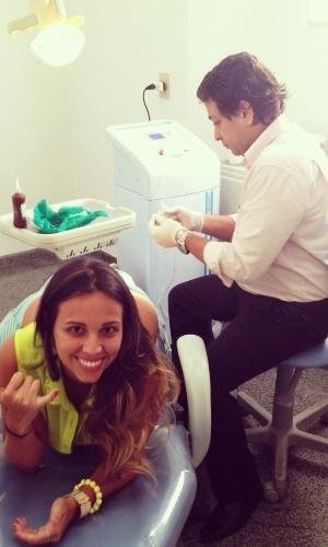 A peoa Angelis Borges faz tratamento de estética e publica no Twitter (1/11/12)