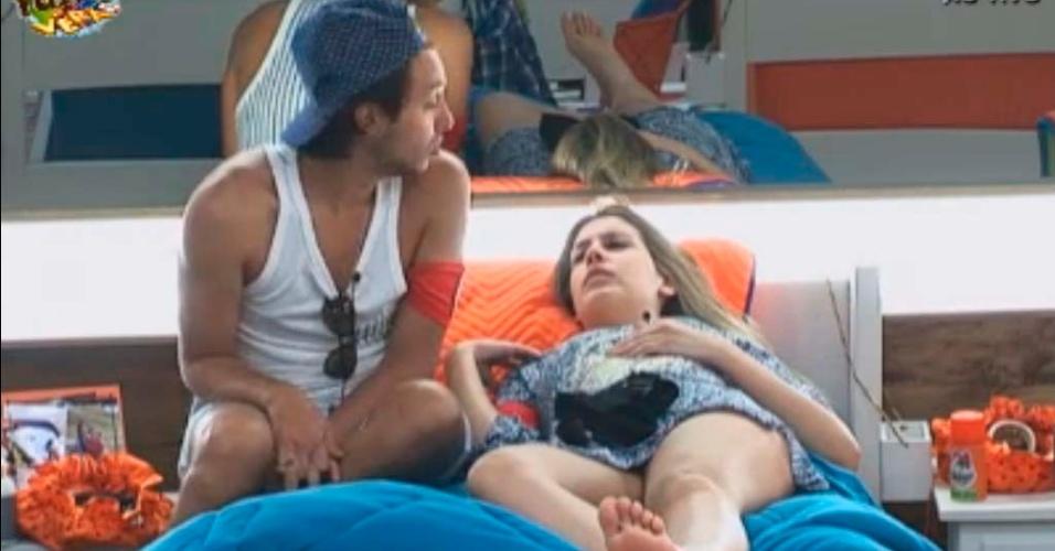 Bianca e Haysam conversam após almoço