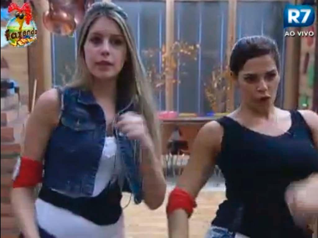 Bianca e Nuelle dançam na cozinha