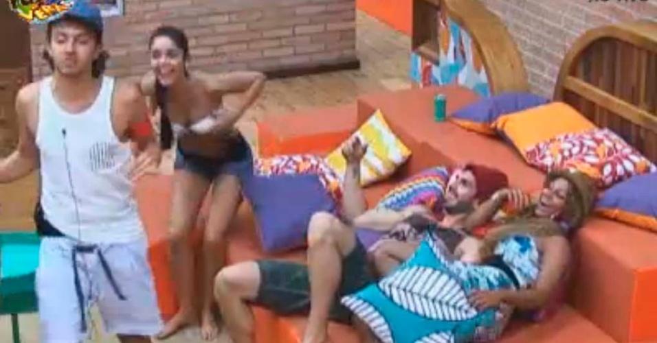 Haysam conversando com Thyago, Karine e Flavia