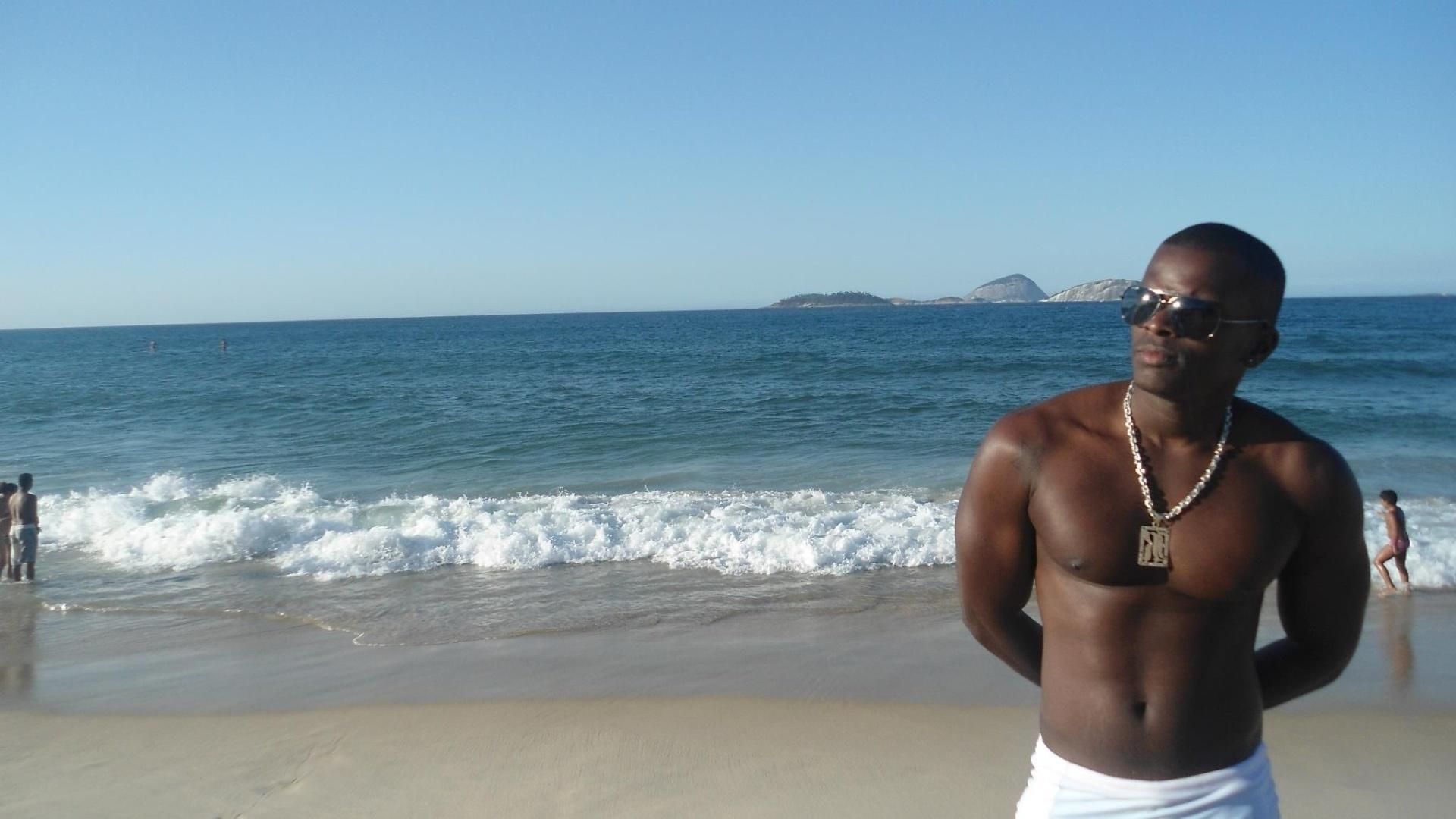 O peão Raphael Machado trabalha como Técnico de Refrigeração no Complexo do Alemão, no Rio de Janeiro. Nas horas vagas, Machado costuma aproveitar a praia e assistir shows de funk