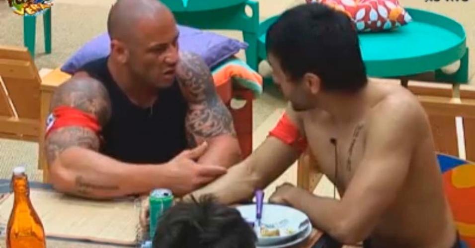 Rodrigo e Halan conversam sobre a discussão