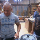 Peões ficam desconfiados por estarem presos na sede; eles não sabem dos outros concorrentes - Reprodução/Record