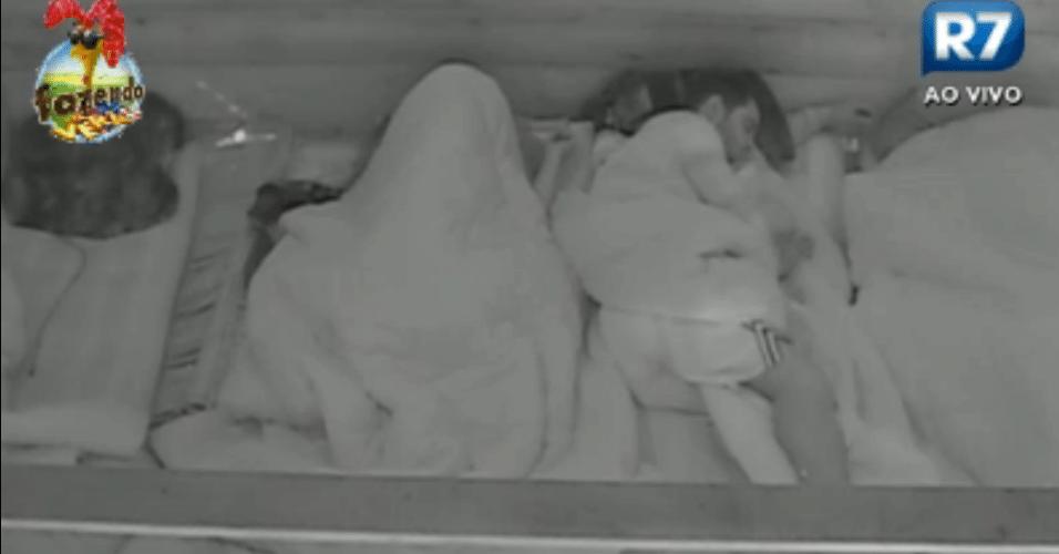 Confinados dormem do Celeiro, eles nem imaginam que o relógio marcava apenas 22 horas