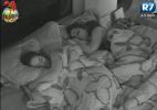 """Com medo de morcego, participantes dormem a quarta noite na """"Fazenda de Verão"""" - Reprodução/Record"""