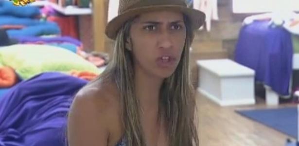 Gabriela se irrita com críticas de Sacramento