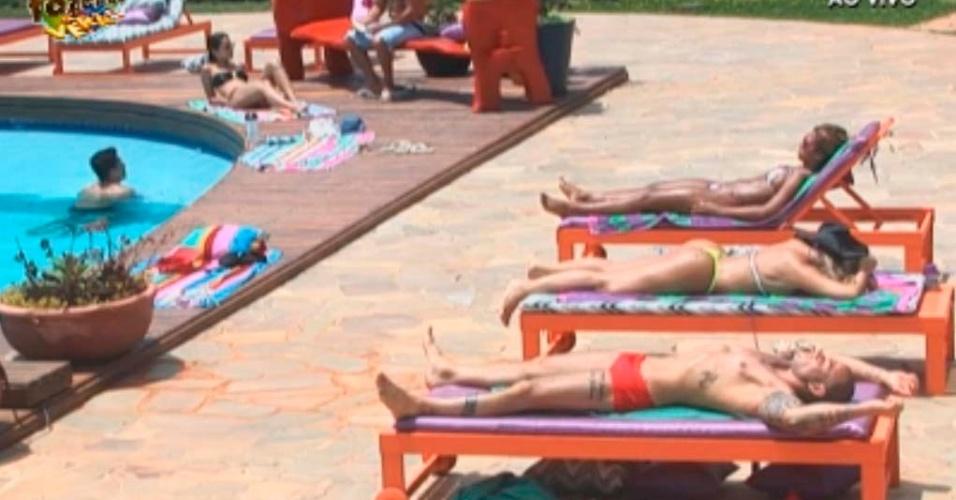 Peões na piscina