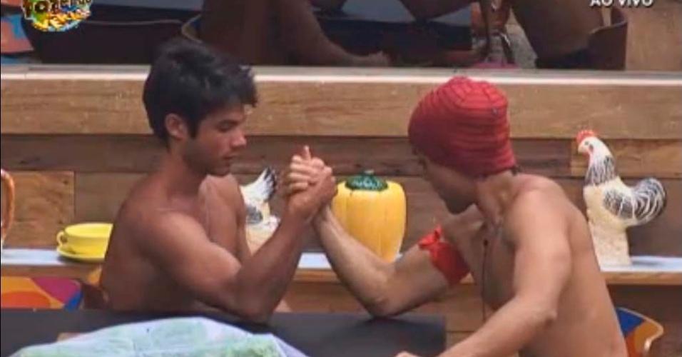 Victor tira braço de ferro com Halan