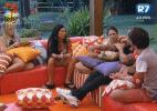 """Após votação e formação de Roça, Nuelle defende a amiga Bianca, na """"Fazenda de Verão"""" - Reprodução/Record"""