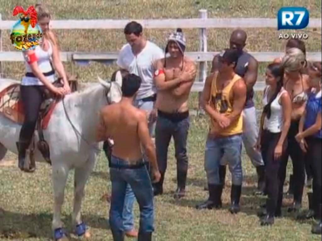 Bianca monta no cavalo