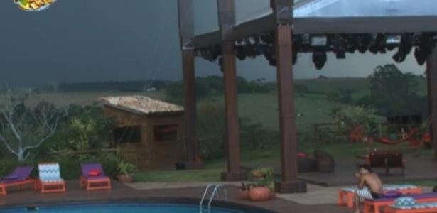 Dan ouve trovões e espera chuva na