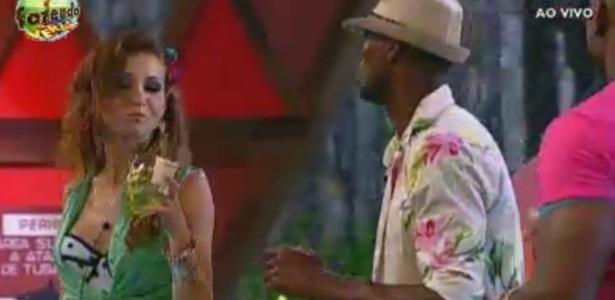 Indicada para a Roça, Claudia dança com Sacramento